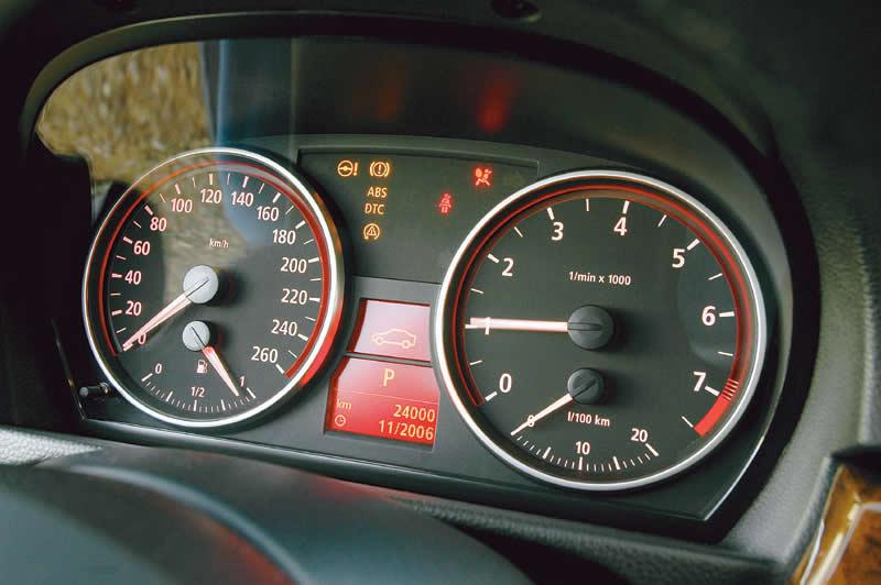 Новая панель приборов BMW E90